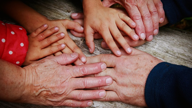 young and old hands; Martin Eling on the reform of old-age provision